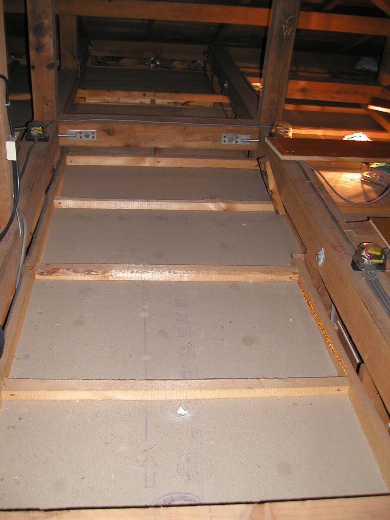 屋根裏の梯子の取り付け位置