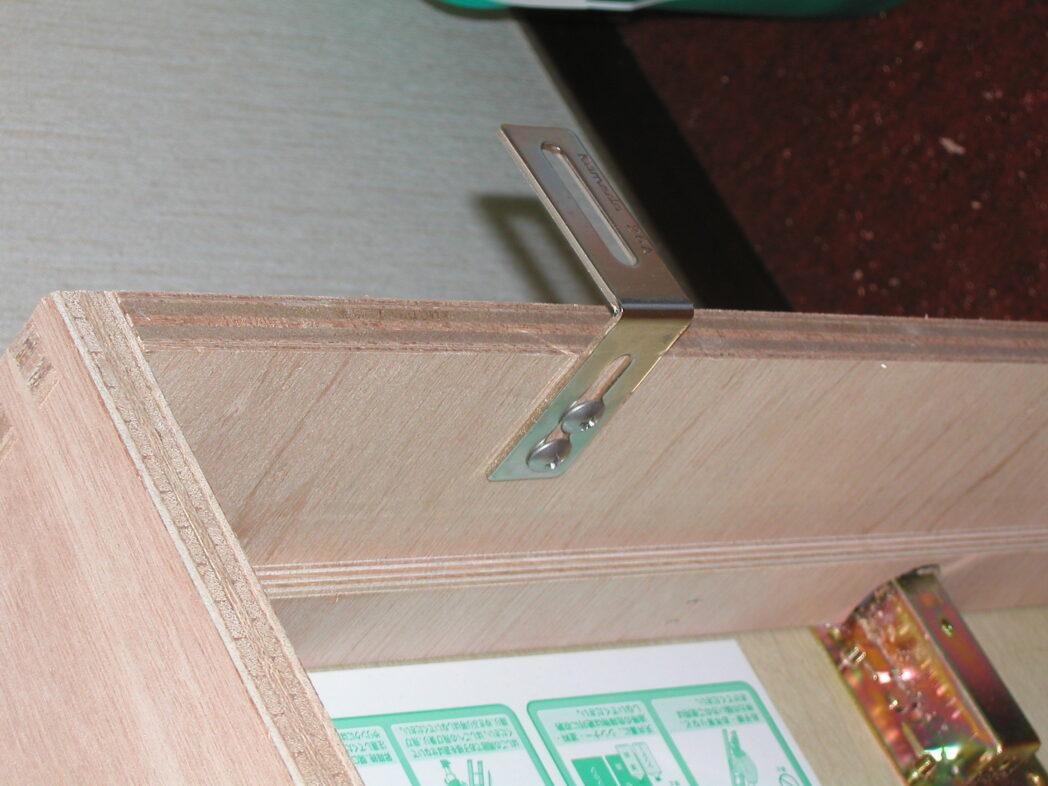 梯子の枠を借り固定する為のL字アングル