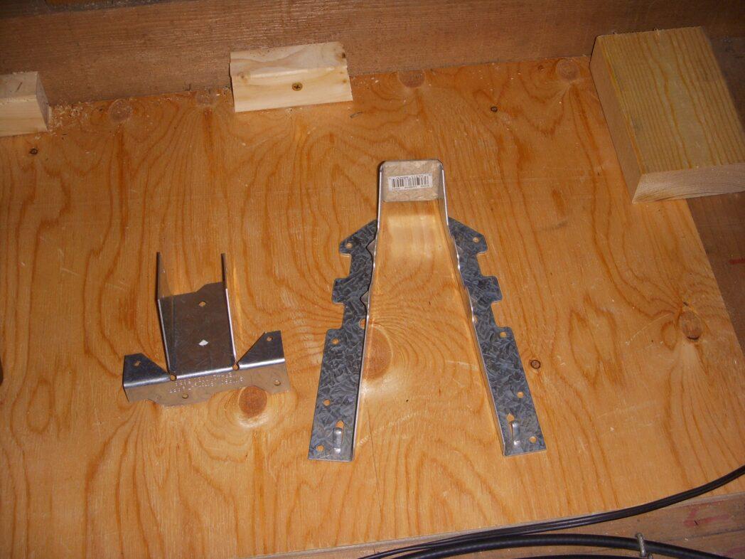 屋根裏に使用したシンプソン金具