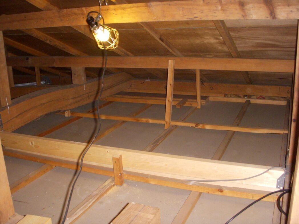 シンプソン金具と2x4材の大梁