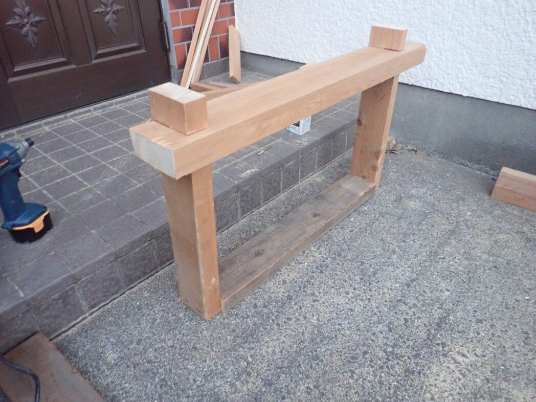 ユニットバス上空に1段下げた床を作る梁の仕掛け完成