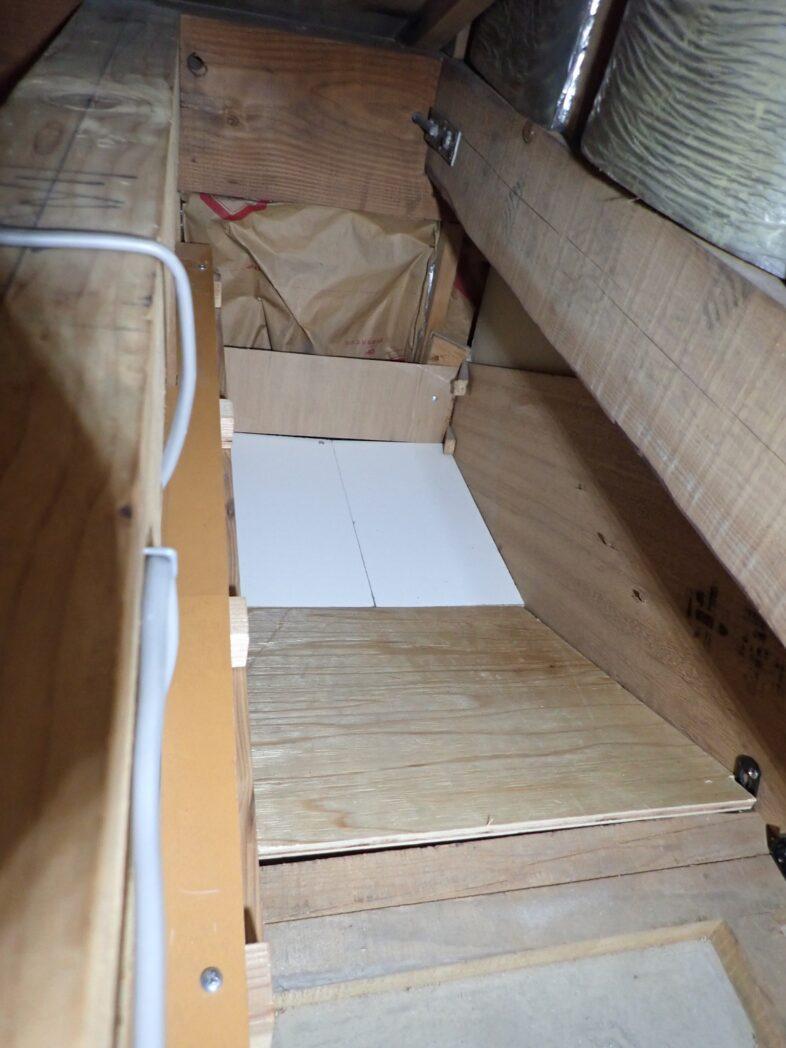 階段に沿って傾いている部分(床加工後)